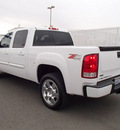 gmc sierra 1500 2011 white slt z71 8 cylinders automatic with overdrive 99352