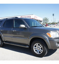 toyota sequoia 2006 gray suv sr5 gasoline 8 cylinders 4 wheel drive automatic 76543