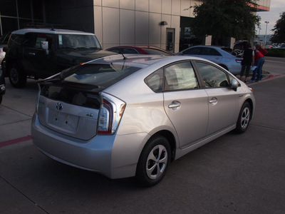 toyota prius 2012 silver hatchback two hybrid 4 cylinders front wheel drive cont  variable trans  76053