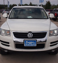volkswagen touareg 2 2009 white suv v6 tdi diesel 6 cylinders all whee drive automatic 77304