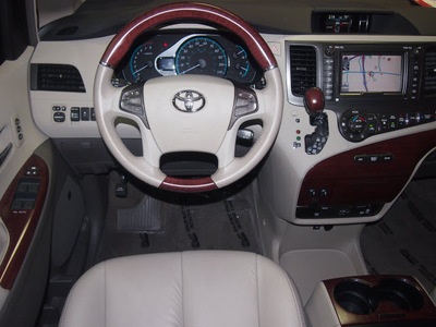 toyota sienna 2012 dk  red van limited 7 passenger gasoline 6 cylinders front wheel drive automatic 76116
