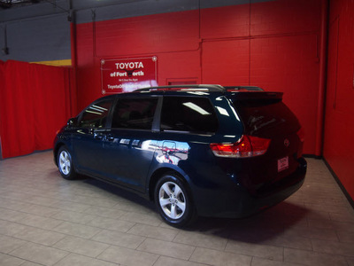 toyota sienna 2011 green van le 8 passenger gasoline 6 cylinders front wheel drive automatic 76116