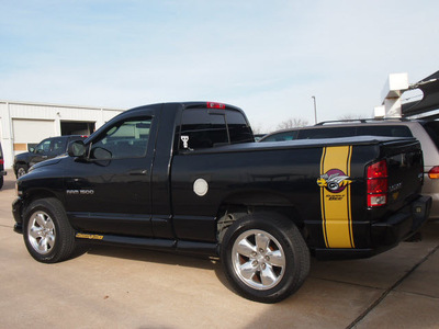 dodge ram 1500 2004 black pickup truck rumble bee gasoline 8 cylinders 4 wheel drive automatic 76018