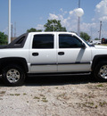 chevrolet avalanche 2004 white 1500 gasoline 8 cylinders rear wheel drive automatic 75606