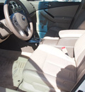 nissan altima 2010 white sedan 2 5 sl gasoline 4 cylinders front wheel drive automatic 76116