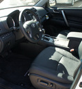 toyota highlander 2013 white suv plus gasoline 6 cylinders front wheel drive automatic 75110