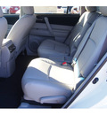 toyota highlander 2013 white suv plus gasoline 4 cylinders front wheel drive automatic 77074