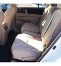 toyota highlander 2013 white suv plus gasoline 6 cylinders front wheel drive automatic 77074