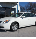 nissan altima 2007 white sedan 2 5 s gasoline 4 cylinders front wheel drive automatic 76541