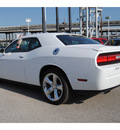 dodge challenger 2013 white coupe sxt flex fuel 6 cylinders rear wheel drive shiftable automatic 77017