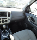 ford escape 2005 green suv xlt 4x4 gasoline 6 cylinders all whee drive automatic with overdrive 60546