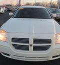 dodge magnum 2005 white wagon rt gasoline 8 cylinders rear wheel drive autostick 62863