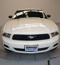ford mustang 2010 white coupe v6 gasoline 6 cylinders rear wheel drive automatic 76137
