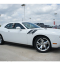 dodge challenger 2013 white coupe r t plus gasoline 8 cylinders rear wheel drive automatic 77375