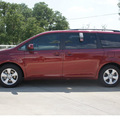 toyota sienna 2013 dk  red van le 7 passenger auto access sea gasoline 6 cylinders front wheel drive automatic 78232