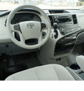 toyota sienna 2013 white van le 8 passenger gasoline 6 cylinders front wheel drive automatic 78232