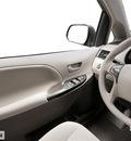 toyota sienna 2013 van se 8 passenger gasoline 6 cylinders front wheel drive 6 speed automatic 76053