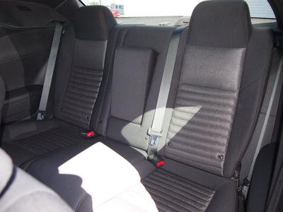 dodge challenger 2013 maroon coupe sxt flex fuel 6 cylinders rear wheel drive automatic 76011