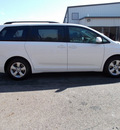 toyota sienna 2011 white van le 7 passenger auto access sea gasoline 6 cylinders front wheel drive automatic 75672