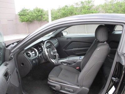 ford mustang 2013 coupe 2dr cpe v6 premium gasoline 6 cylinders rear wheel drive automatic 76108