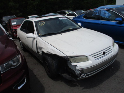 toyota camry le xle